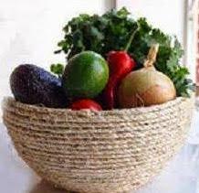 http://manualidadesreciclables.com/15102/bol-de-esparto-para-el-jardin