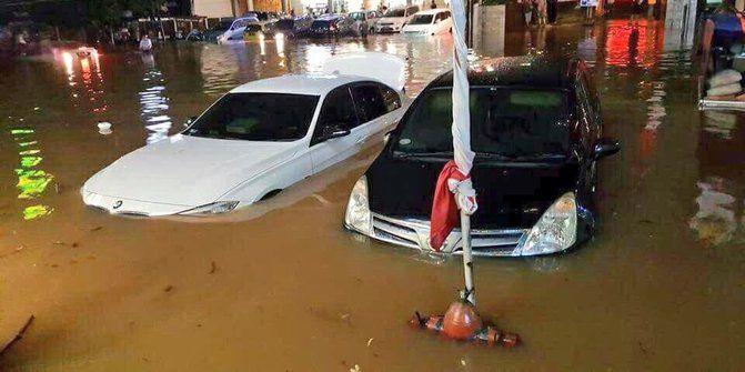 5 Ciri Mobil bekas banjir ala OTOBERITA