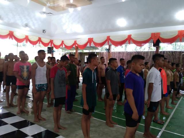 Para peserta lomba renang.