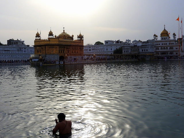 Where sacredness and sanctity meet | The Golden Temple | Amritsar, Punjab (April 2016)