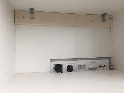 Ikea bestå kiinnittäminen seinään, Ikea bestå tv taso, bestå,johdot piiloon, johdoton olohuone, seinään kiinnitettävä tv taso