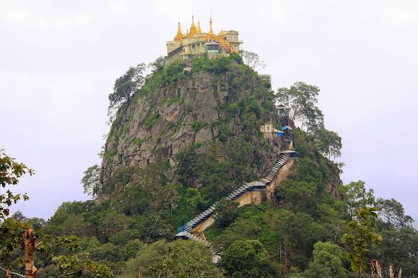 El Monte Popa en Bagan