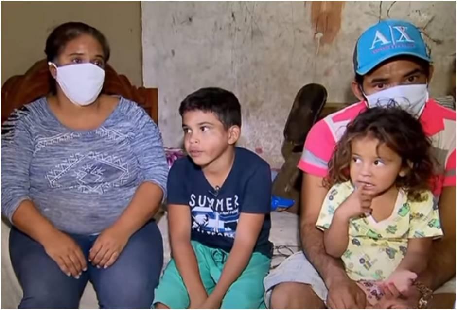 Família de menino que emocionou relojoeiro com seu trabalho sobrevive de doações