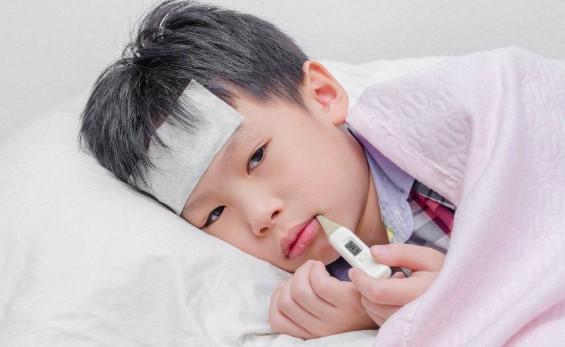 Mendeteksi Penyakit Lewat Bentuk Lidah dan Bau Kentut Anak