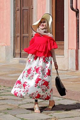 baju lebaran terbaru manis pakai Gamis HItam Trend Hijab Bunga dan lebar