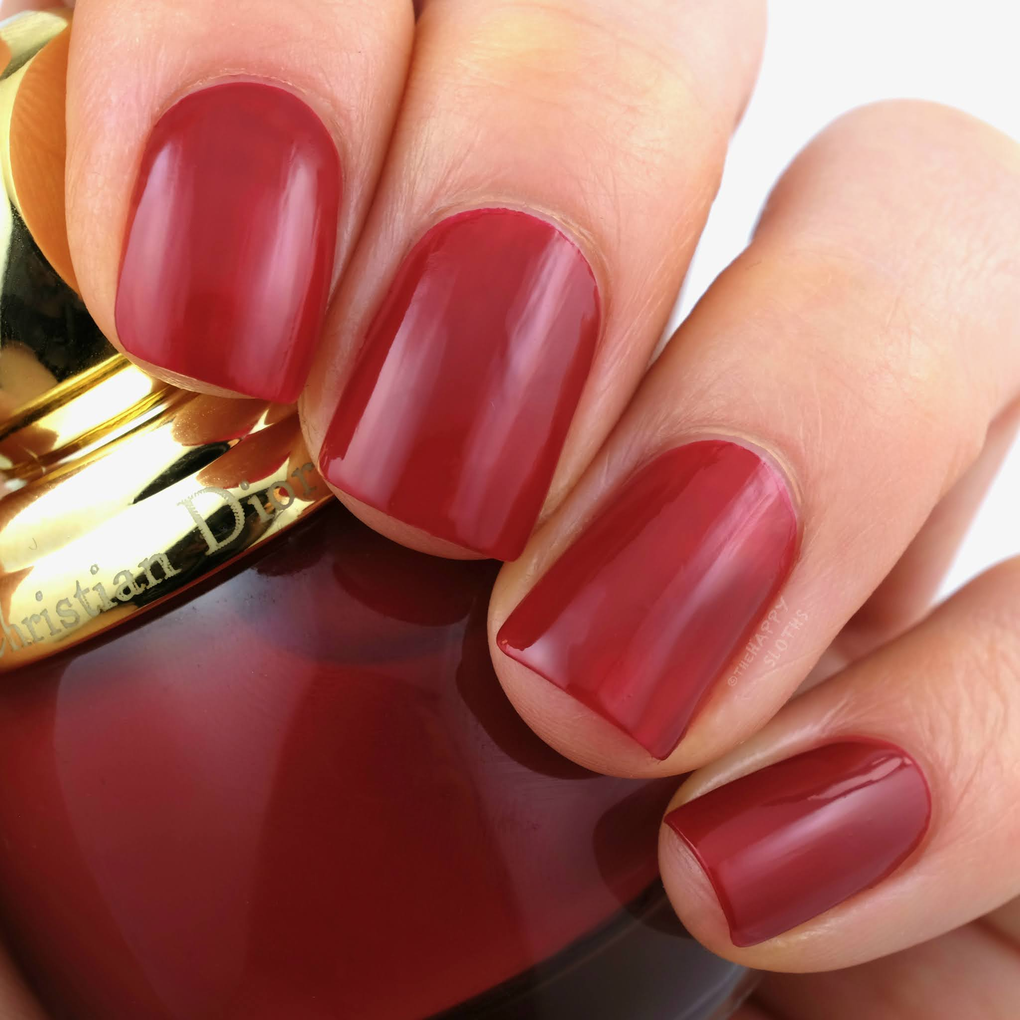 "Dior Holiday 2020 | Diorific Vernis in ""787 Red Wonders"": Review and Swatches"