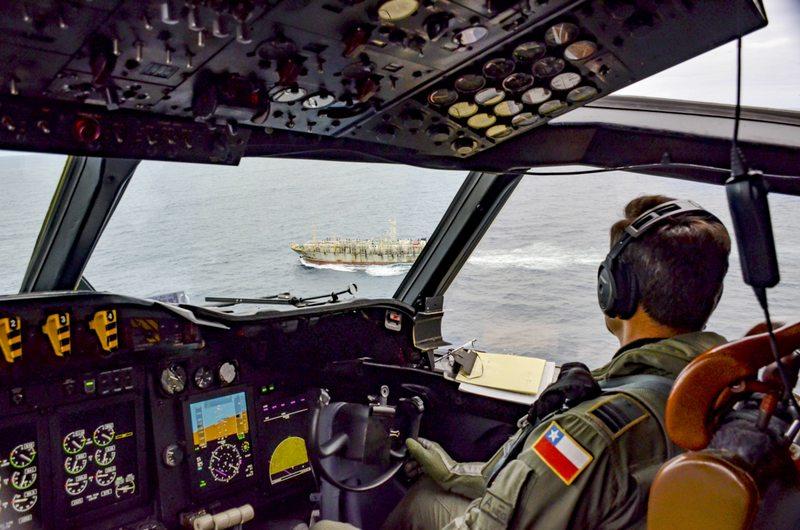 Piloto de la Armada cuenta la vigilancia a los barcos chinos que pasan por aguas chilenas