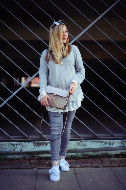 Grauer Pullover mit Spitze Sassy Classy Chloé Tasche verspiegelte Cateye Sonnenbrille Mode Blogger Fashionblog ootd Look