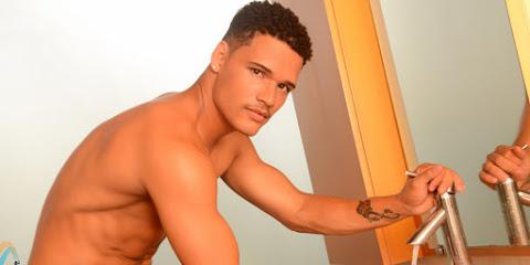 Destaque da X-9 Paulistana, vice Mister Model Nacional posa nu para ensaio