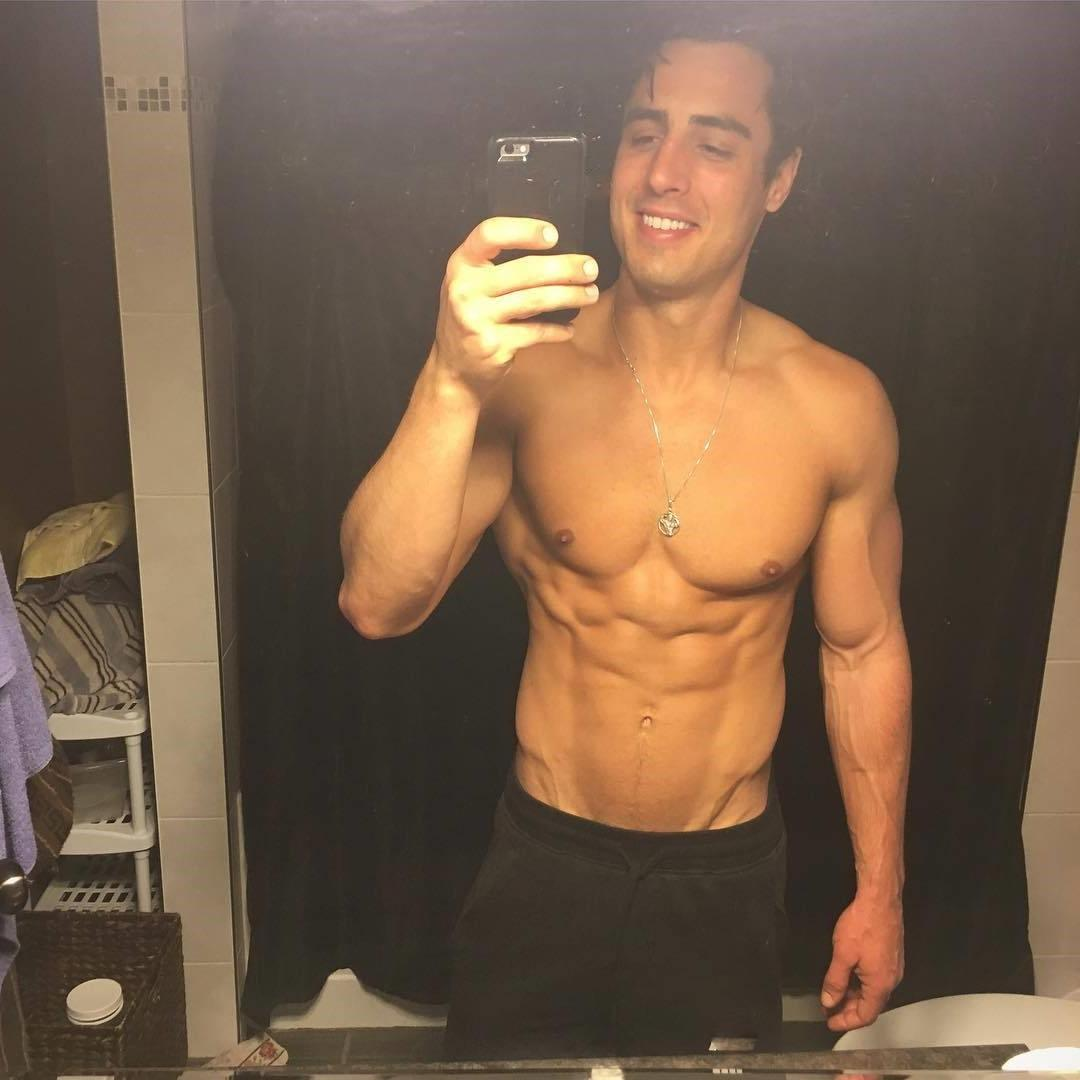 cute-shirtless-fit-muscular-young-colombian-man-rob-monroe-selfie-abs-pecs