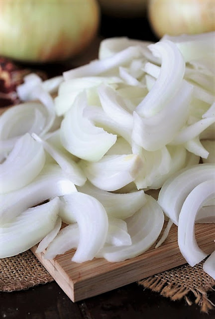 Vidalia Sweet Onion Cut Into Slivers Image