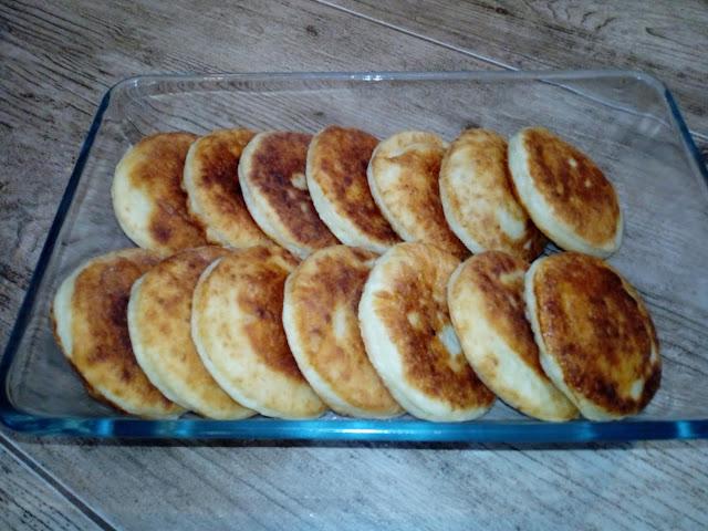 syrniki z patelni placki z bialego sera placki serowe placki z twarogu serniczki