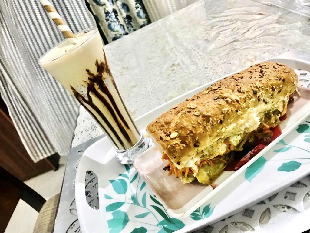Homemade Subway Style Healthy Burger With Cold Coffee Recipe(घर का बना सबवे स्टाइल पौष्टिक बर्गर और कोल्ड कॉफ़ी)