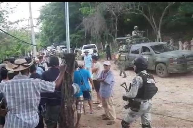 """""""MAS de 300 DESPLAZADOS"""": ACUSAN al EJERCITO de """"HACERSE GANSOS"""" en PATRULLAJE en la SIERRA de GUERRERO"""
