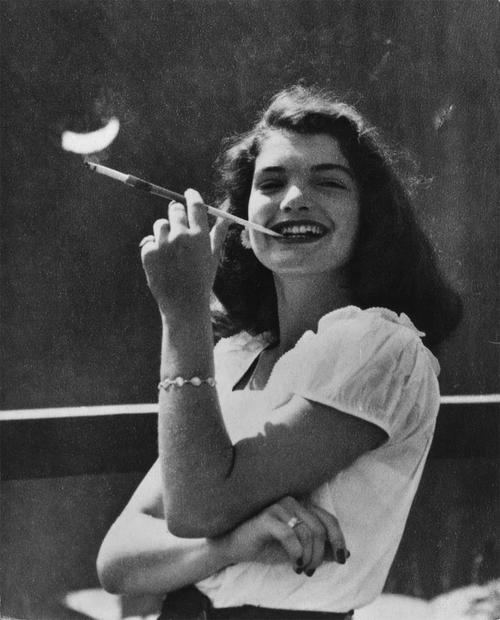 Resultado de imagem para JACKIE KENNEDY quando conheceu John F. Kennedy em 1952