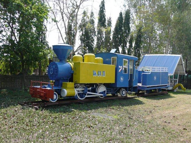 Реставрированный старый паровоз в Таиланде
