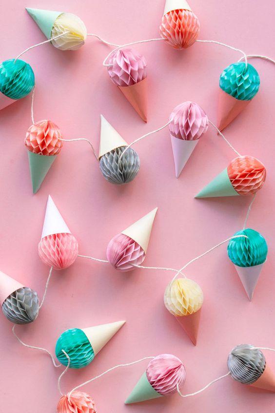 C mo hacer bolas de papel para decorar en cumplea os - Bolas transparentes para decorar ...
