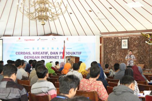 Bupati Suyoto ketika menyampaikan sambutan dalam acara Seminar Internet Sehat