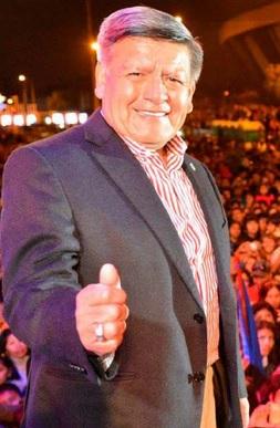 Foto de César Acuña en mítin presidencial