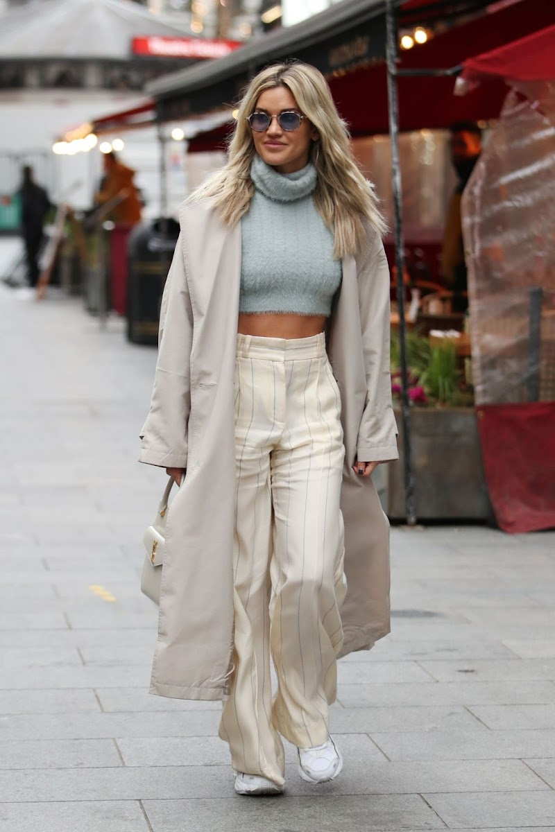 Ashley Roberts Spotted at Global Radio in London 10 Dec-2020