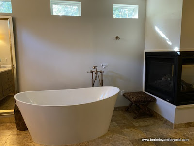 jetted bathtub at Kenwood Inn & Spa in Kenwood, California