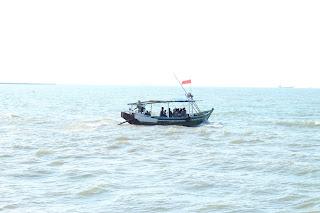 kapal motor nelayan pantai delegan gresik