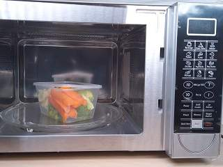 Steaming Vegetables in The Microwave