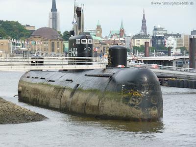 U-Boot 434 Hamburg bei Ebbe im Hamburger Hafen
