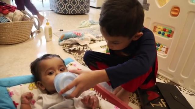 Pandai Baem Pujuk Baby Ameena Daripada Menangis