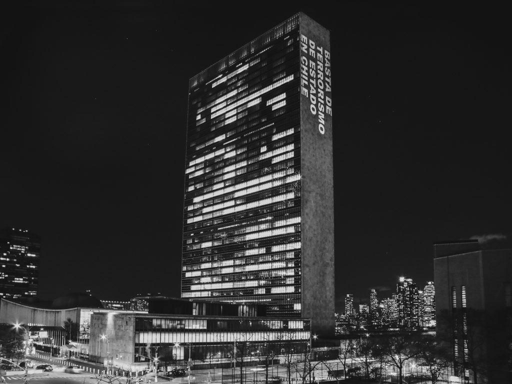 De Nueva York a Shangai: más de 17 ciudades del mundo iluminaron edificios para solidarizar con Chile