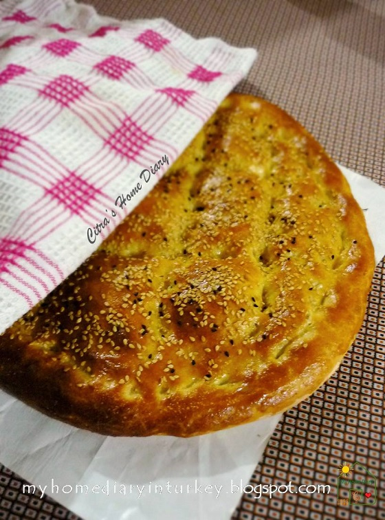 HOMEMADE Ramazan Pidesi (Ramadhan pide recipe)| Çitra's Home Diary. #ramazanpidesi #turkishpide #flattbread #pidebread #homadepide #homadebread #rotikhasturki