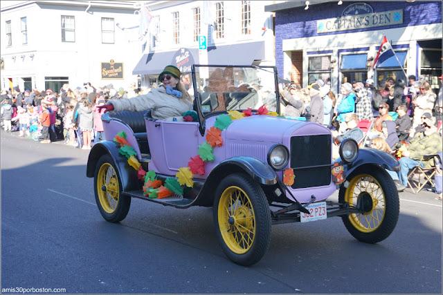 Coches de Época en el Desfile de Acción de Gracias de Plymouth