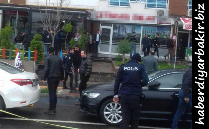 DİYARBAKIR- Diyarbakır'da merkez Bağlar ilçesinde iki grup arasında çıkan silahlı kavgada 2 kişi yaralandı. Yaralılar ambulanslarla hastaneye kaldırıldı.