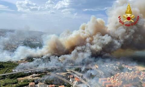 Μαίνονται οι πυρκαγιές στη Σικελία