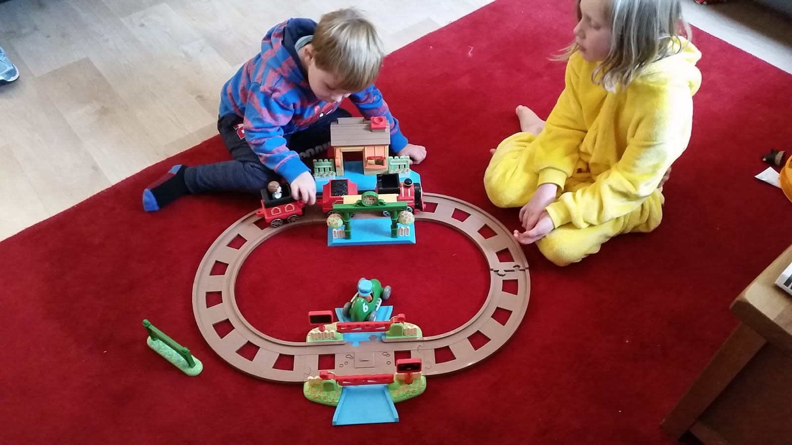 We bought this for my son last year when he was nearly 3 as he has started to show an interest in trains. & Life with freya: Review of Early Learning Centre Happyland country ...