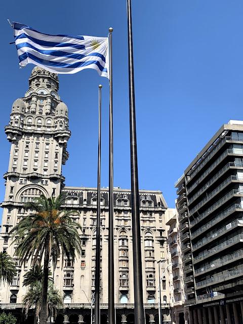 bandeira de montevideo azul e branca