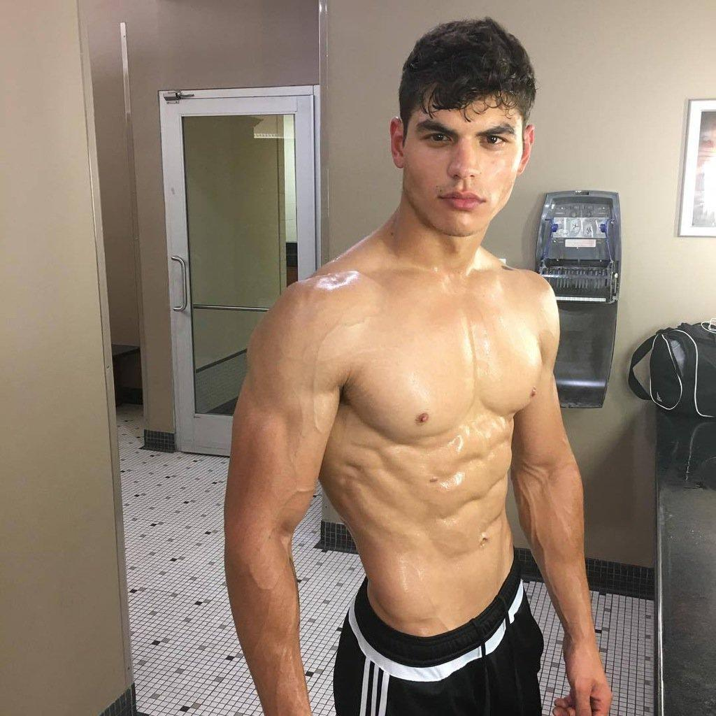 fit-shirtless-sweaty-ripped-sixpack-abs-gym-boys-shiny-body-big-pecs-pretty-lips