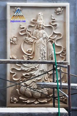 Ukiran relief tempel dinding dewi kwan im