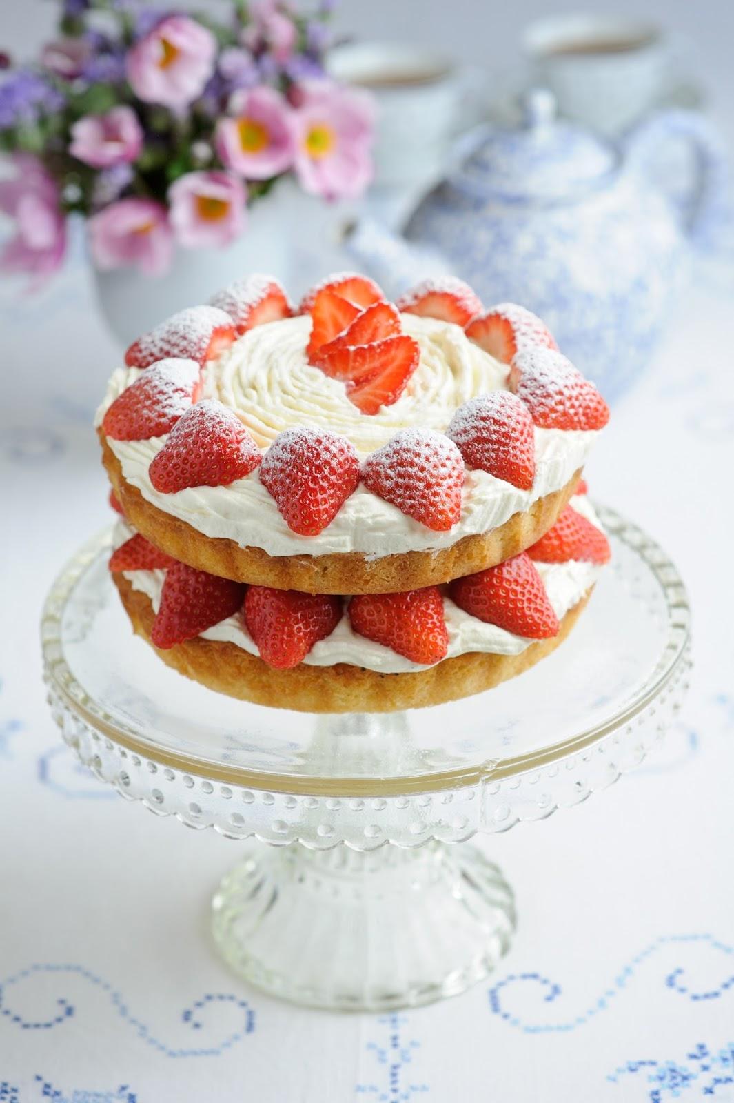 Making A Strawberry Cream Cake