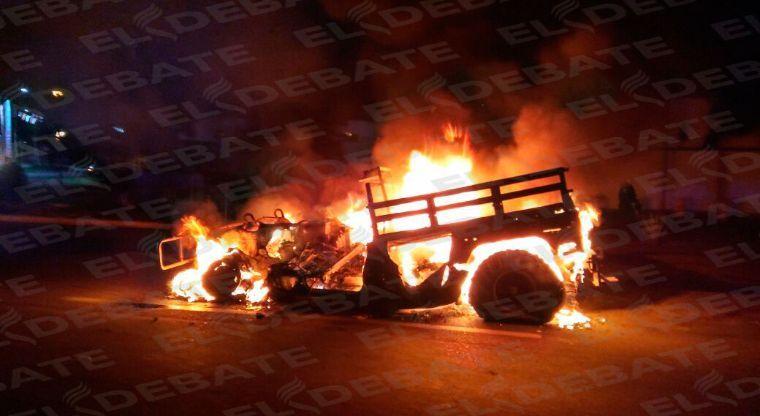 Video 4 militares muertos durante emboscada y brutal enfrentamiento en Culiacán les prenden fuego