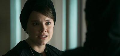 Dalila (Alice Wegmann) em cena da novela das seis; libanesa vai cuidar sozinha do enterro da mãe
