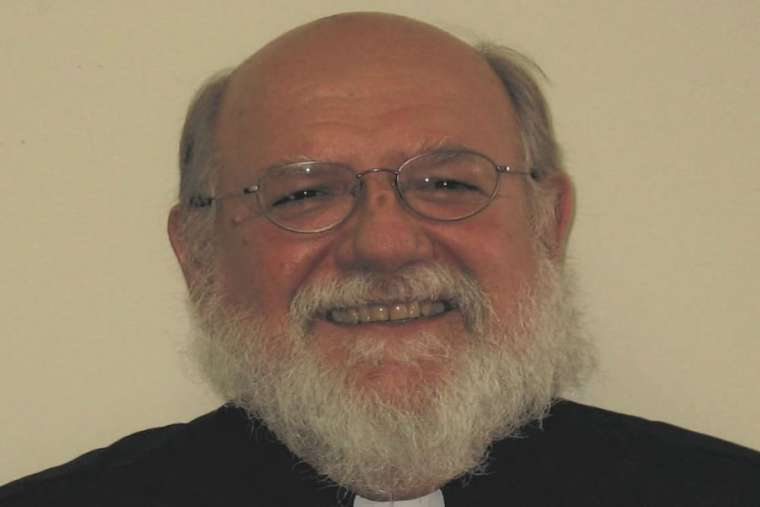 Seorang Diaken Katolik Mulai Pulih Setelah Ditusuk di Gereja Michigan