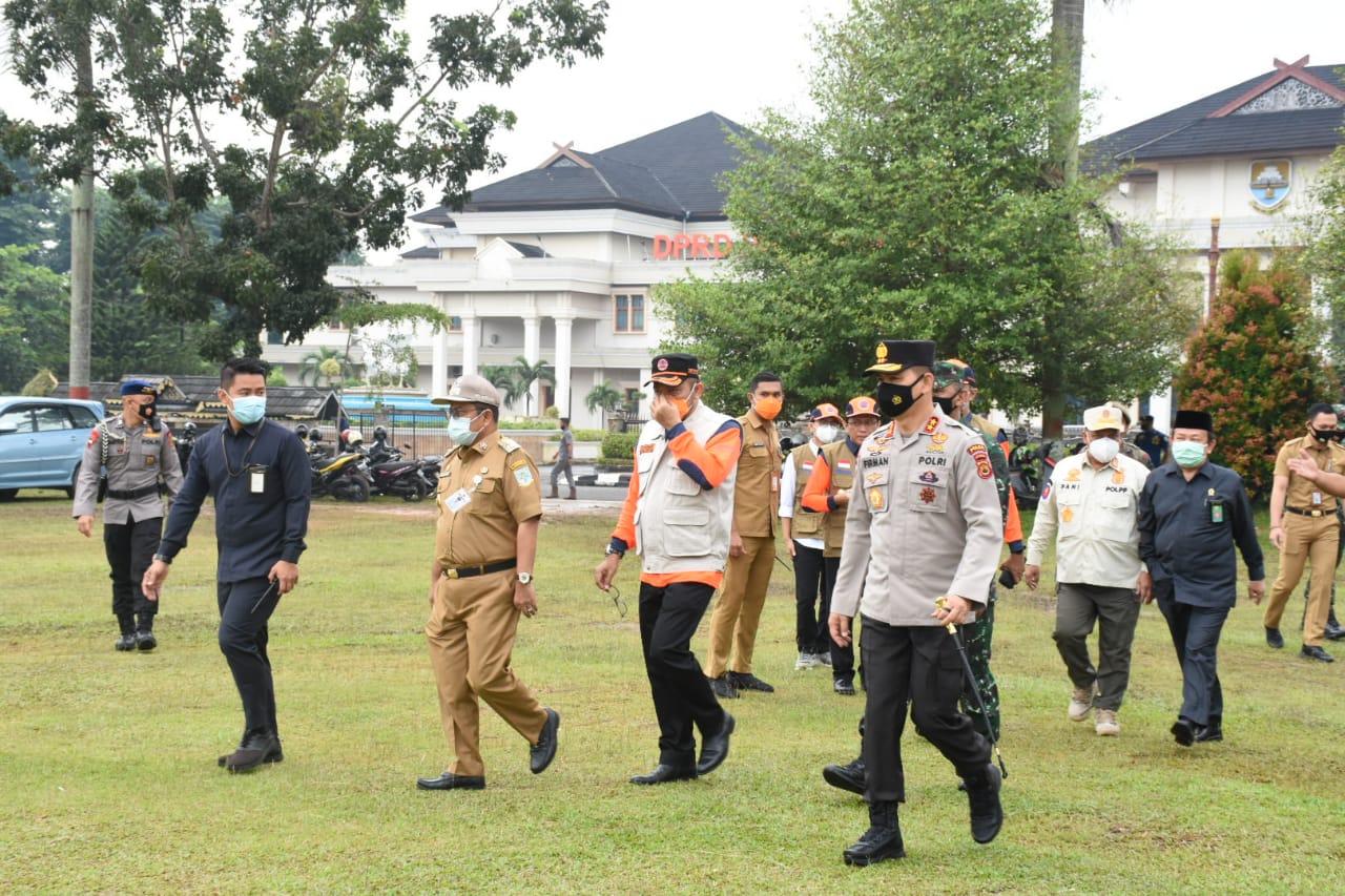 Kapolda Jambi Hadiri Apel Kesiapsiagaan Menghadapi Bencana Hidrometeorologi di Lapangan Kantor Gubernur Jambi