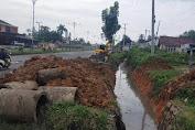 Kerap Jadi Genangan Air, Parit di KM 2 Tebo Mulai Dikerjakan