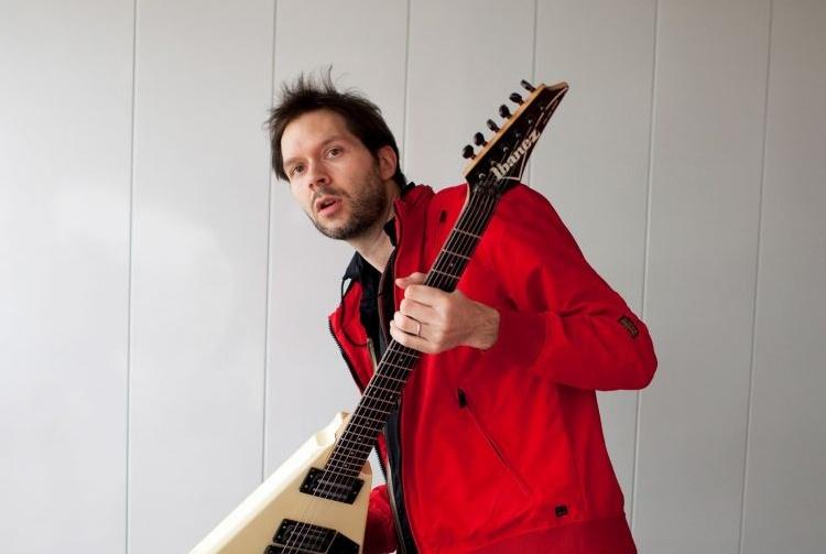 Paul Gilbert akui Gaya Permainan Gitarnya Terpengaruh Gitaris Indonesia