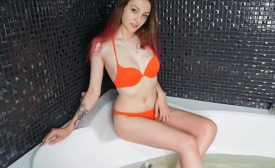 https://www.glamourcams.live/chat/AlisaBrest