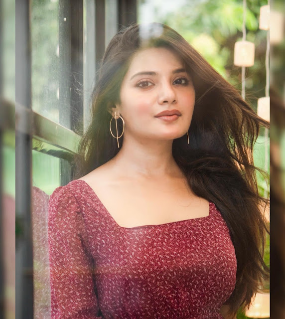 Tamil Heroine Aathmika Latest Sexy Images Actress Trend