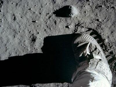 Jejak Kaki Di Bulan Bukti Terbaru Neil Armstrong Mendarat Di Bulan