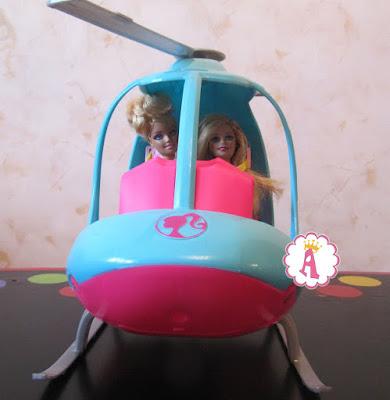 Кукольный вертолет Барби