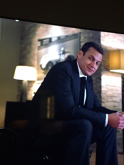 where to find art in harvey specters apartment, office art Suits tv, where to find art on tv shows